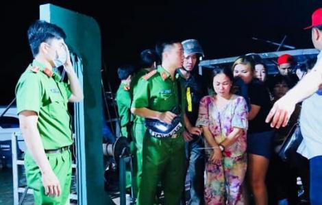 Phá sới bạc ở cánh đồng Cua Đinh, bắt giữ 64 người