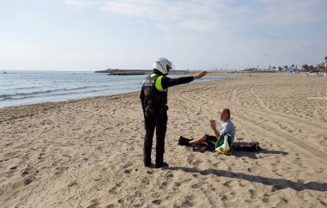 Tây Ban Nha kêu gọi người dân ở nhà khi số ca tử vong vì COVID-19 tăng gấp đôi