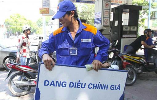 Giá xăng giảm còn 16.000 đồng/lít, mức thấp nhất trong hơn 3 năm