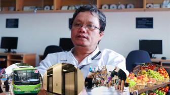 Bác sĩ Trương Hữu Khanh tư vấn cách tự bảo vệ khi đến chốn đông người trong mùa dịch COVID-19