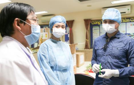 Nữ sinh Việt kiều chung tay chống dịch