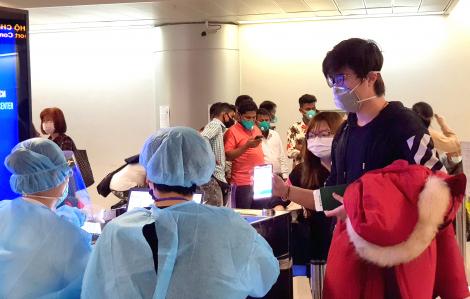 Sân bay Tân Sơn Nhất thông thoáng trong ngày lấy mẫu xét nghiệm người về từ vùng dịch