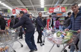 Người dân châu Âu và Úc hoảng loạn mua sắm giữa mùa dịch COVID-19