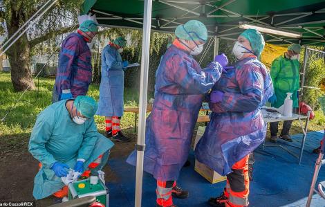 2.600 y, bác sĩ tại Ý có thể đã nhiễm COVID-19