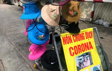 """""""Nón chống dịch corona"""" bán tràn đường Sài Gòn"""