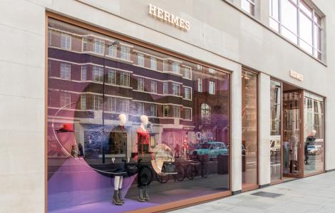 Dior, Louis Vuitton… chuyển từ sản xuất nước hoa sang gel khử trùng