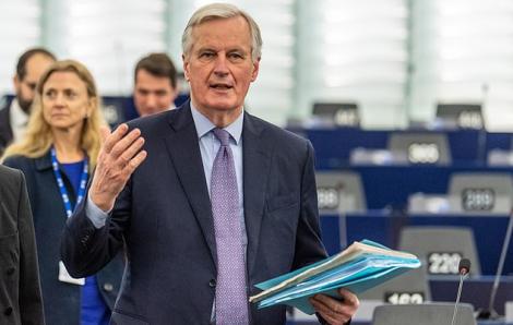 Trưởng đoàn đàm phán Brexit của châu Âu nhiễm COVID-19, Bộ trưởng Y tế Hà Lan ngã quỵ giữa phiên họp