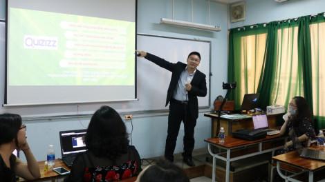 Nhân COVID-19, giảng viên xóa mù công nghệ