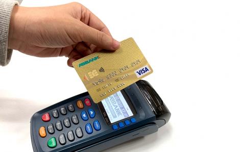 Thẻ thanh toán thời COVID-19: 'vẫy' để hạn chế lây nhiễm từ tiếp xúc trực tiếp