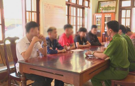 Nhóm thiếu niên 15, 16 tuổi hỗn chiến vì tiếng nẹt pô, đâm nhau mù mắt