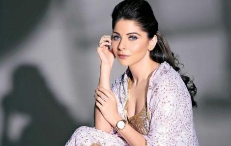 Nữ ca sĩ Ấn Độ về từ vùng dịch nhưng không khai báo, tiếp tục dự tiệc đông người