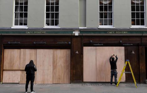 Tất cả hàng quán tại Anh bị đóng cửa do dịch bệnh