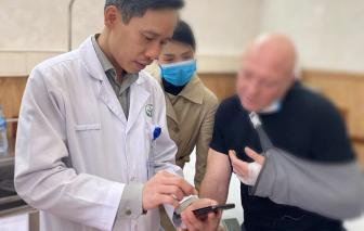 Nguy cơ bị tháo ngón tay, bệnh nhân Pháp gọi điện thoại cho bác sĩ Việt Nam và được bảo tồn