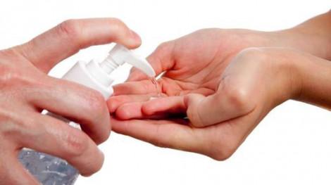 Ủng hộ gần 10.000 chai nước rửa tay sát khuẩn phòng chống dịch COVID-19