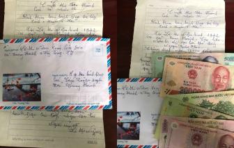 Cụ bà gần 80 tuổi đạp xe lên xã gửi tiền ủng hộ chống dịch COVID-19