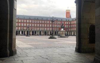Hơn 10 ngày phong tỏa, Tây Ban Nha vẫn chìm sâu trong dịch bệnh