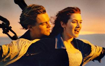 Kìa Titanic đang chìm và ban nhạc đang chơi...