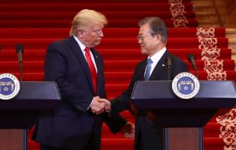 Tổng thống Donald Trump đề nghị Hàn Quốc hỗ trợ thiết bị chống dịch