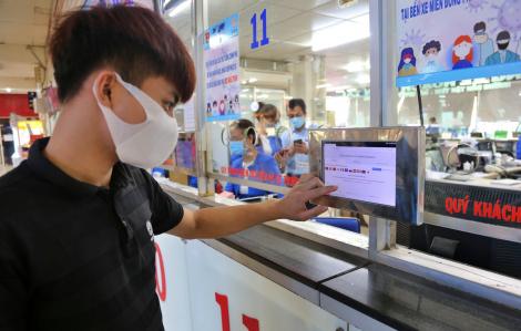 Bến xe Miền Đông thực hiện khai báo y tế với hành khách trước khi lên xe
