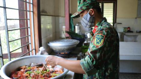 """Những """"anh nuôi"""" ở Trường Quân sự Thừa Thiên - Huế"""