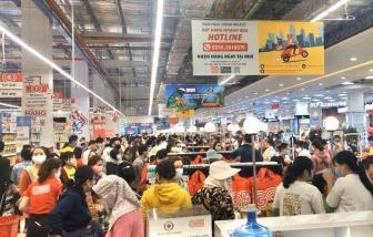 Giữa mùa dịch, siêu thị ở Quảng Ngãi ken đặc người trong ngày khai trương