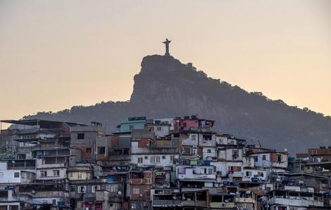 """Brazil: Mafia tự đưa ra giờ giới nghiêm cho dân chúng vì """"chính quyền quá do dự"""""""