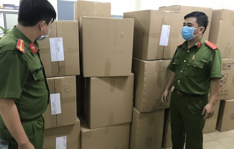 Người nước ngoài giấu hơn 77.000 khẩu trang ở khách sạn hạng sang tại TPHCM chờ xuất lậu bán kiếm lời