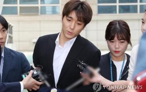 Nam ca sĩ Hàn Quốc bị tuyên 1 năm tù treo vì tội quay lén phụ nữ