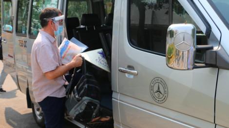 Bệnh nhân quốc tịch Anh đem theo nón lá xuất viện khi hết bệnh COVID-19