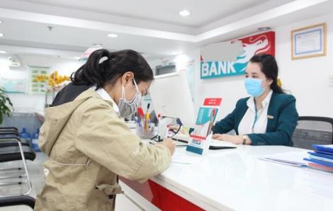 """Doanh nghiệp """"ngủ đông"""", ngân hàng đòi có doanh số mới cho vay"""