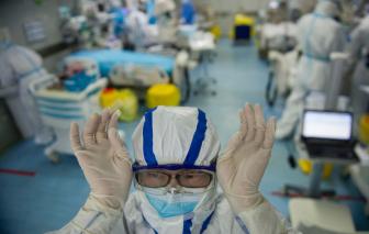 Nhà sản xuất găng tay lớn nhất thế giới cảnh báo thiếu hụt nguồn cung khi dịch bệnh lan rộng