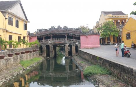 Quảng Nam tạm dừng đón mới khách du lịch, Đà Nẵng hạn chế người thăm bệnh