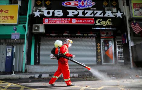 Malaysia bắt giữ hàng trăm người vi phạm lệnh phong tỏa để phòng, chống COVID-19
