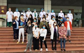 Bệnh nhân số 17 cùng 26 bệnh nhân khác mắc COVID-19 được ra viện