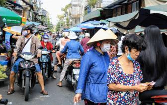 Cả Sài Gòn vắng lặng, trừ các… chợ dân sinh