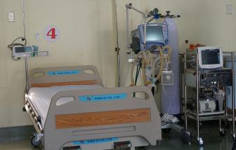 Giáo sư Trần Văn Thọ hỗ trợ máy trợ thở cho Việt Nam