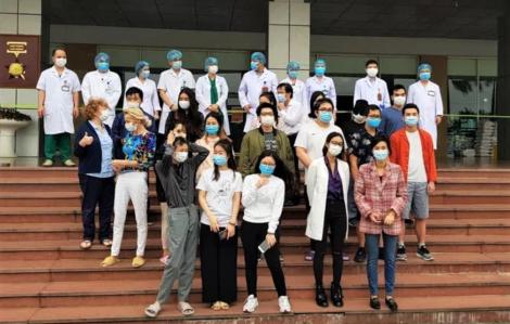 Bệnh nhân số 17 cùng 26 bệnh nhân khác mắc COVID-19 chính thức khỏi bệnh
