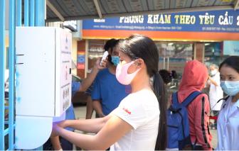 Bệnh viện chế tạo máy sát khuẩn tay, phục vụ hơn 700 người mỗi ngày