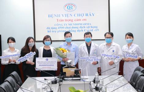 Mundipharma Việt Nam trao tặng hơn 35.000 chai thuốc xịt họng và 80.000 bánh xà phòng BETADINE® cho hơn 70 bệnh viện trên cả nước