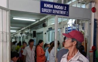 Bệnh nhân lớn tuổi được khám và nhận thuốc tại nhà
