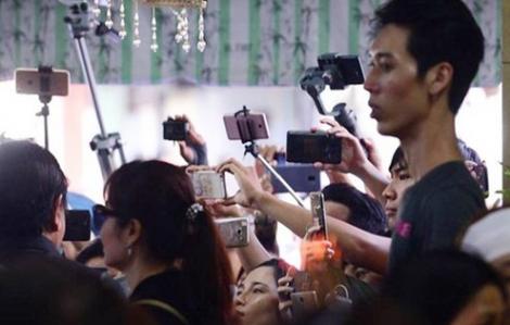 Livestream, quay phim các đám tang nghệ sĩ: Sự vô cảm không có điểm dừng