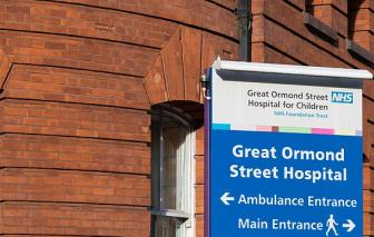 73 nhân viên y tế tại bệnh viện nhi ở London nhiễm COVID-19