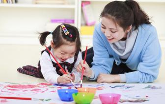 Ở nhà vì dịch COVID-19, làm gì để trẻ mầm non chơi ngoan mà lại vui?