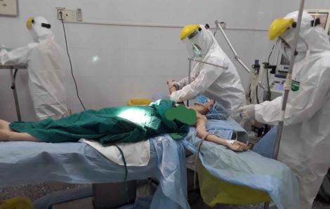 Bệnh nhân bị vỡ thai ngoài tử cung được 10 bác sĩ cứu ngay tại khu cách ly