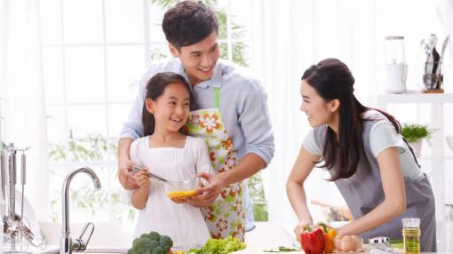 Tận dụng những ngày cách ly để dạy chồng, dạy con