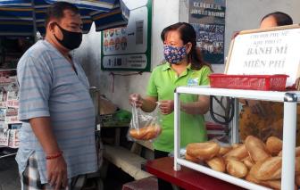 Bánh mì miễn phí, mỗi người một ổ