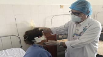 Chai xịt hen phế quản phát nổ, một phụ nữ ở Vĩnh Long bị nát vành tai