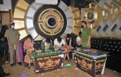 """Bất chấp lệnh tạm dừng, quán karaoke mở cửa cho 11 thanh niên vào """"bay lắc"""""""