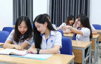 Nhiều trường đại học giảm học phí giúp sinh viên vượt qua dịch COVID-19