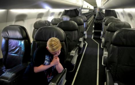 Giữa đại dịch COVID-19, chuyến bay chỉ có 1 người, phi hành đoàn vẫn phải làm việc